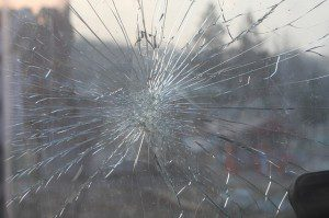 broken-glass-269716_640-300x199.jpg